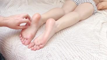 Best foot tickle video ever. Girl`s feet torture