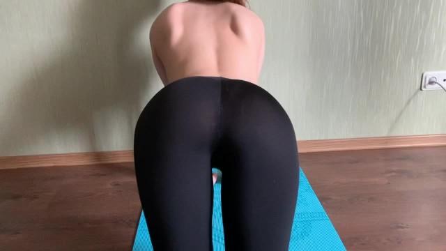 On leggins cum Cum On