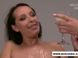 Carolina Vogue Enjoys Cum Cocktail Blow Bang – bukkake.xxx