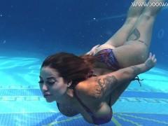 Heidi Van Horny big tits and ass underwater
