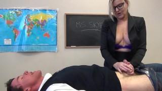 새로운 포르노를 관 - Velvet Skye 섹시한 중년 여성 교사가 크 가슴 공 구강하기 A 대 소년 학생