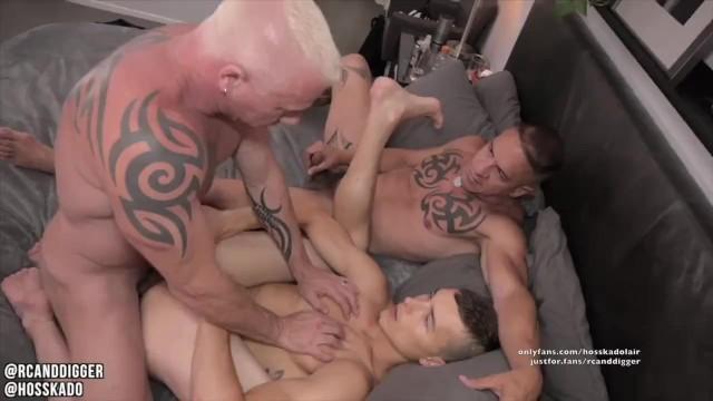 Gay threeway porn Sensual bareback threeway muscle daddy couple breeds bi muscle hunk twink
