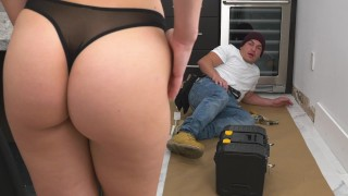 BANGBROS – Aidra Fox Fucks The Handy Man Peter Green