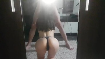 Leyla Hall morning blowjob in the mirror