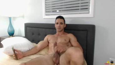 Eden Adonis Big Cum While Streaming in His Room