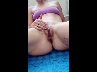 Fit French girl spreads her legs,rubs her clit and cums for you (clip only)