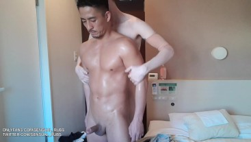 Japanese muscular pornstar Hiroya washes his body before fucking bareback