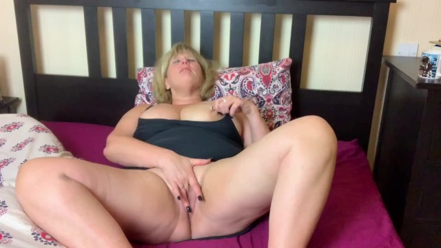 Mature jrking Dirty big tit mature relaxes with coffee and fingers herself to orgasm.