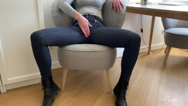 amateur stepmom masturbates in her riding pants, so she gets fucked