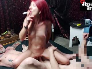 Porno video: SMOKING DP - montando 2 pollas enormes en un trío MMF amateur
