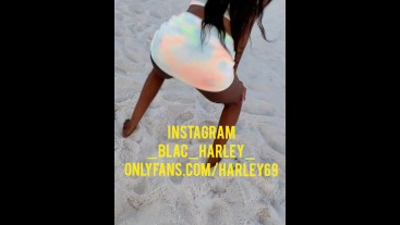 Sexy twerk on public beach Blac Harley public flashing