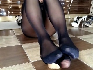 Milf/long doing nylon legs feet moans nylon
