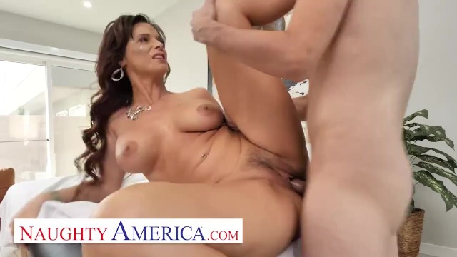 Free cougar big ass porn Naughty america - syren de mer fucks her new masseuse
