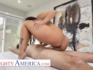 Naughty America – Syren De Mer Fucks her new masseuse
