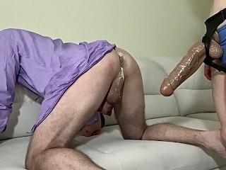 Big Strapon drills deep anus ( Брюнетка страпонит глубоко)