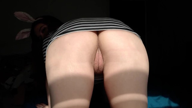 Teen girl bunny Twerking naked ass