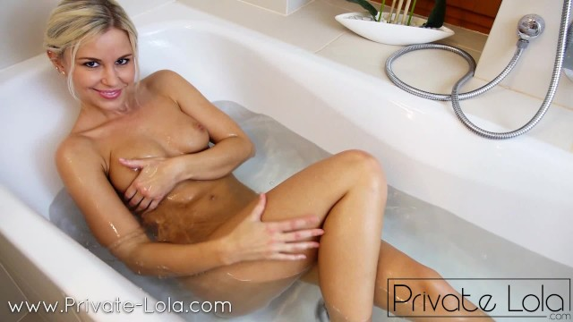 Bathtub lesbians hot Sex in the bathtub