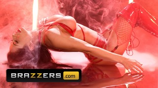 Brazzers – Seductive babe Madison Ivy rides tattooed man's hard dick