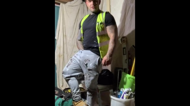 Online gay sites Tradie builder andyleexxx wanking off on building site