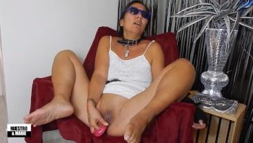 Pretty Asian MILF cums hard with a double-headed dildo
