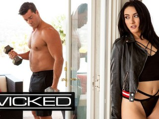 Wicked - Spying Mandy Muse Hopes To Get Pounded