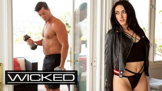 Wicked – Spying Mandy Muse Hopes To Get Pounded