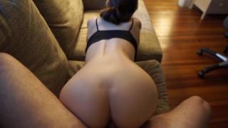 Videos porno - Mzwolverine Perrito En El Sofá