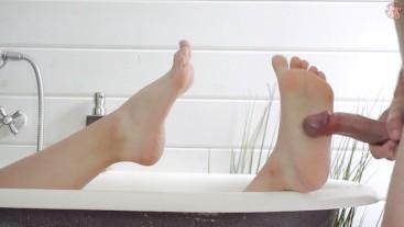 Fuck her tiny wet Feet in her bath - Wonderful footjob !