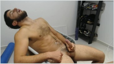 hairy stud CUMs and shoots THICK ROPES in his own belly