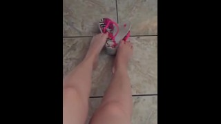 Películas de sexo gratis - Tici_Feet Colgando Y Jugando Con Mis Havaianas Brincando Com Como