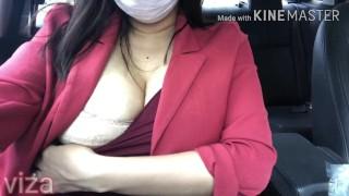 Girl big boobs show her boobs on public car, caught in public ช่วยตัวเองบนรถเพื่อน เปิดนมบนถนน