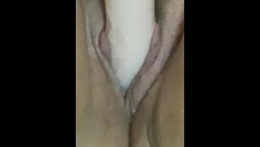 Страстная зрелка с большими  половыми губками мастурбирует