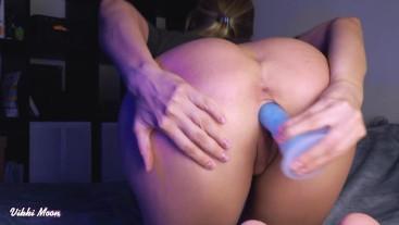 Vikki's with round ass fucking herself
