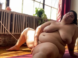 BBW Cumming – naked yoga ends with me fucking my fat hairy pussy