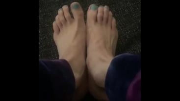 Jerk off to Norah Nova's Feet