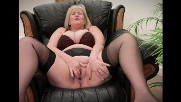 Naughty Mature throws off her panties and fingers herself to orgasm