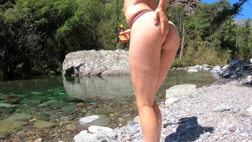 Babe cover her body with oil in public