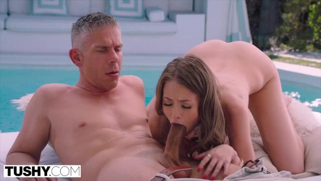 หนังเอ็กส์ฝรั่ง Kyler Quinn นางแบบเซ็กส์ซี่ขี้เย็ด เอากันริมสระว่ายน้ำ ยืนเย็ดใต้น้ำก่อนมาซั่มหีกระจายริมสระ โดนเบิร์นหีน้ำหีไหลค่อยเริ่มเย็ดกันนะ