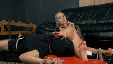 Foot slave - Mistress Anette - Foot domination - Foot worship - Sole licking