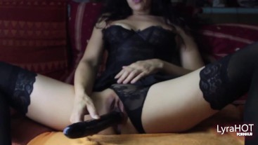 LyraHOT, mora Italiana gioca con sex toys, Gothic con tacchi
