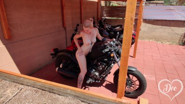 Sexy Blonde Sneaks into Neighbors Yard and Cums Hard on Motorcycle