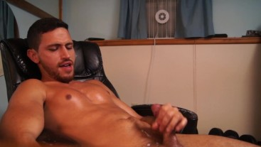 TWITCH STREAMER CAUGHT JERKING OFF!! SEXY GUY JAYCE SHOOTS HOT BIG DICK CUMSHOT! ONLYFANS LEAKED!