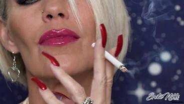 VS120, Pinkish Lips, Red Nails - Nikki Ashton