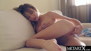 Cute blonde with perfect body humps her fingers to a juicy orgasm