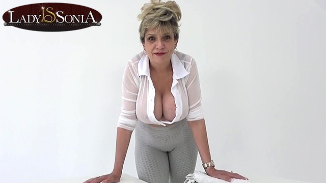 Dialy mature Lady sonia is here to help with your daily wank