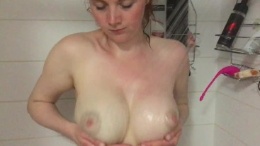 Bouncing MILF Tits Shower