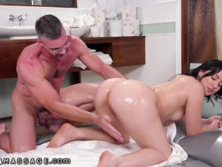 NuruMassage Hot Masseuse Mandy Muse Rewards The I.T. Guy With A Hardcore Massage