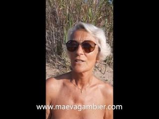 Je me masturbe à la plage toute seule avec mes piercings à la chatte !