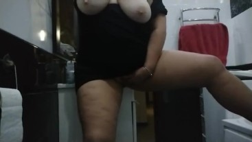 Mommy hot masturbation in bath. Bbw lovely body