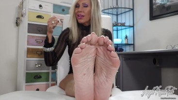 Stroke Your BBC For My Feet - Nikki Ashton